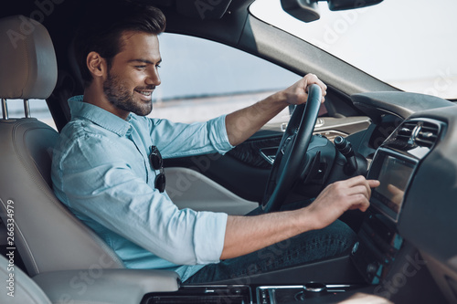Enjoying his drive Tableau sur Toile