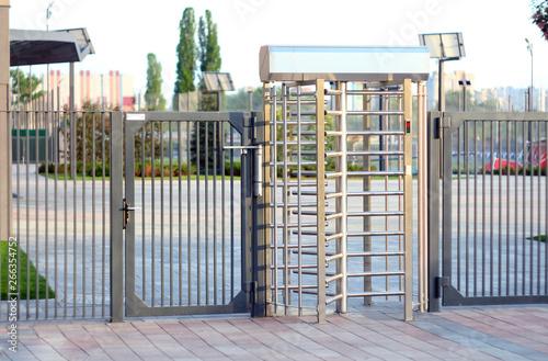 Fotografía Protected entrance gate
