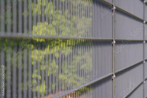 Montage in der Fensternische Darknightsky Fence out of metal whire
