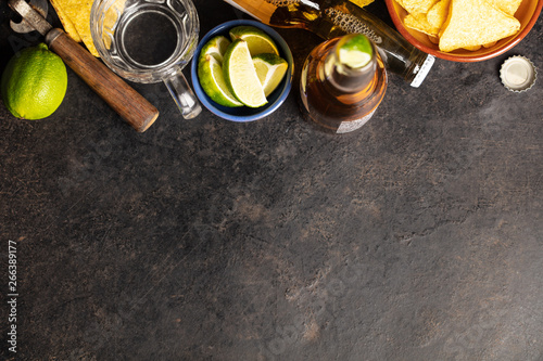 Tuinposter Londen Nachos and beer on dark background, flat lay