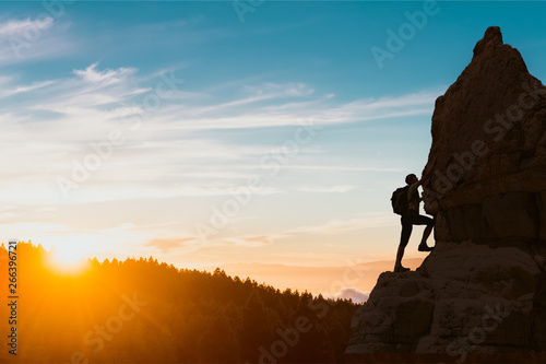 Obraz silhouette of successful climbing woman in mountains Concept of concept of motion motivation inspiration at beautiful sunset - fototapety do salonu