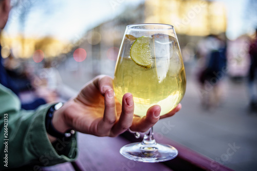 Cuadros en Lienzo Cold refreshment glass of ginger cider. Summer drink