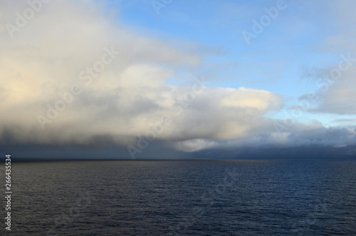Poster Mer / Ocean Clouds over the Pacific Ocean.