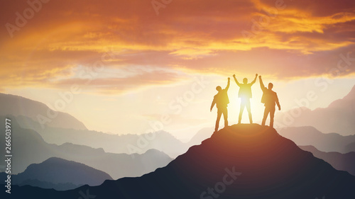 Foto Group of peoples on mountains top in winner pose