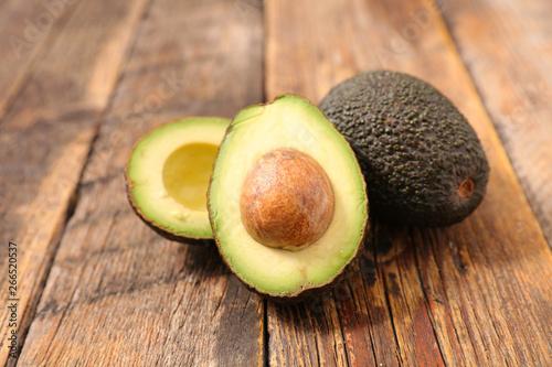 fresh avocado with wood background Fototapet