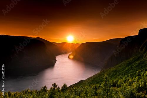 Foto auf Leinwand Braun Sonnenuntergang am Aurlandsfjord