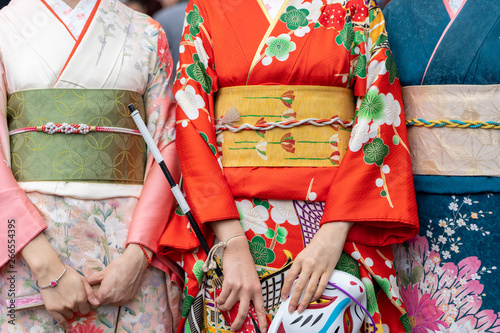 Valokuva Young girl wearing Japanese kimono standing in front of Sensoji Temple in Tokyo, Japan