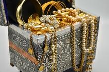 Tesoro, Cofre Lleno De Joyas, Perlas, Diamantes, Alhajas Y Oro