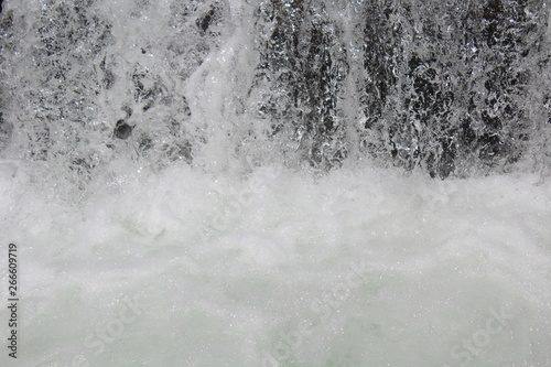 Photo Schizzi d'acqua nella Cascata