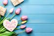 Leinwandbild Motiv Alles Liebe zum Muttertag mit Blumen, Herz und Geschenken