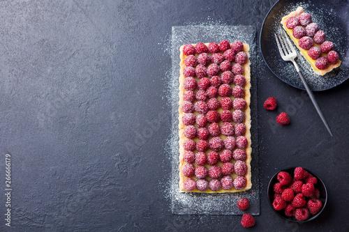 Canvas Print Raspberry tart with vanilla custard and white chocolate