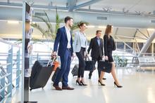 Geschäftsleute Als Business Team Im Flughafen