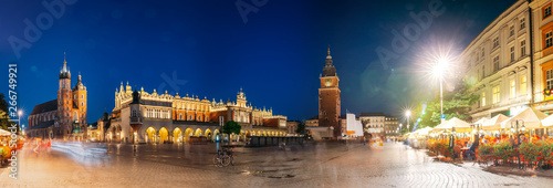 Obraz Krakow, Poland. Famous Landmarks On Old Town Square In Summer Evening. St. Mary's Basilica, Cloth Hall Building And Old Town Hall Tower In Night Lighting. UNESCO World Heritage Site. Panoramic View - fototapety do salonu