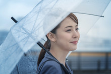雨・傘・女性