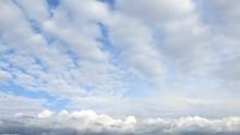 異なる層の雲が美しく...
