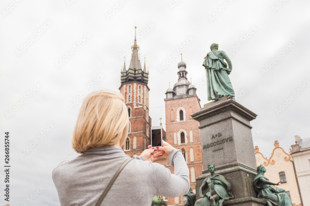 Fototapety, obrazy: Young beautiful woman on the background of the St. Mary's Church in Krakow