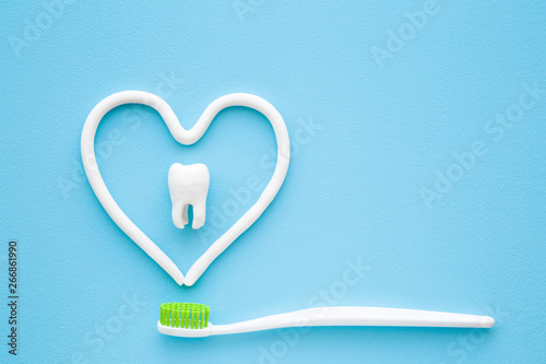 Photo Toothbrush with green bristles on pastel blue background