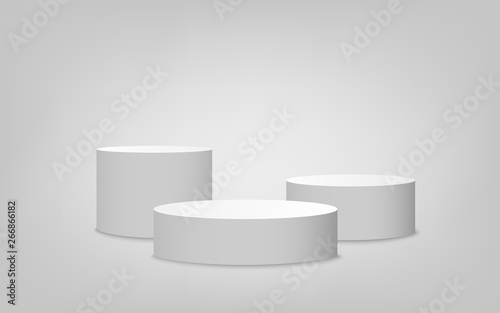Foto White cylinder podium set with one step