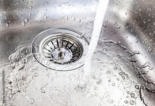 Fotografía  water running down the drain