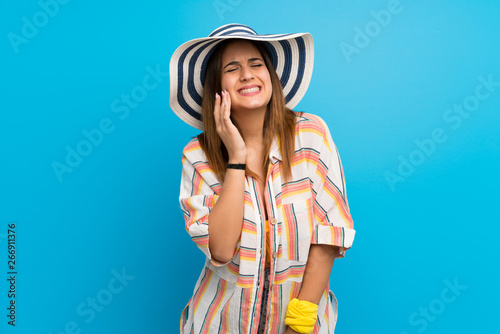 Fotografia  Young woman in bikini in summer holidays with toothache