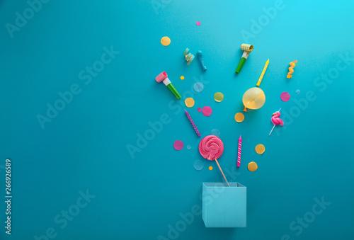 Obraz Birthday concept with  present and confetti - fototapety do salonu