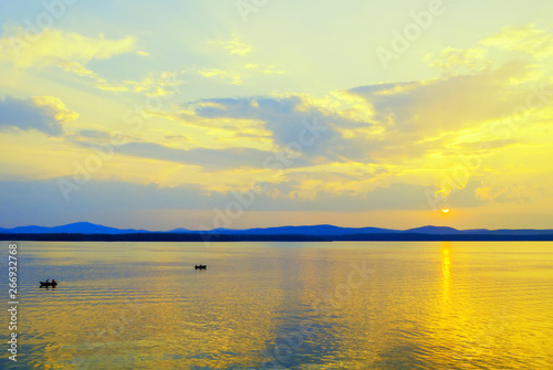 Foto auf AluDibond See sonnenuntergang Sea landscape. Summer sunny water scene with unidentified people in the boats, concept of summer sea vacation