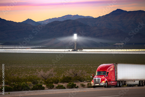 Photographie  An eighteen wheeler with the future of renewable clean steam and solar energy in
