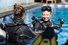 Female Diving Instructor Teach...