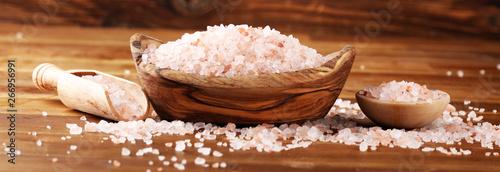 Foto Natuaral cosmetics with pink himalayan spa salt