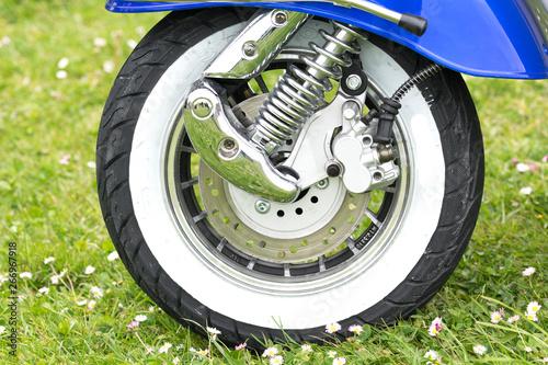 detalles de freno de disco en una moto