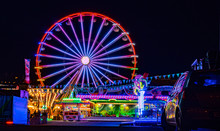 Riesenrad Mit Lichtern Auf Dem Jahrmarkt