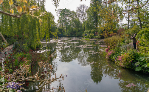 Photo Giverny, France - 05 07 2019: The gardens of Claude Monet in Giverny