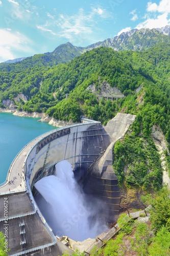 Deurstickers Dam 夏の黒部ダム 観光, 富山, ダム