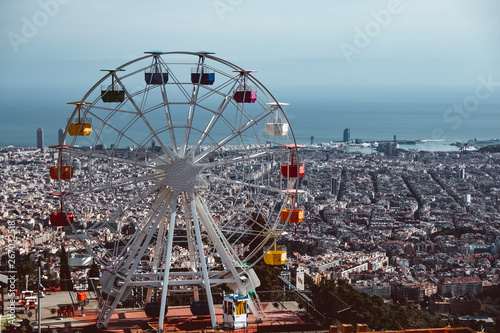 Poster Attraction parc Colourful ferris wheel in the amusement park Tibidabo on background of blue sky
