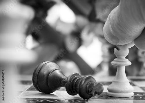 Fotografie, Obraz  Scacchi fotografati su una scacchiera