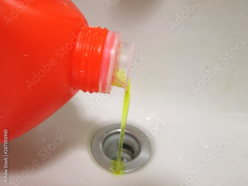 Fototapeta 排水管クリーナーを使う