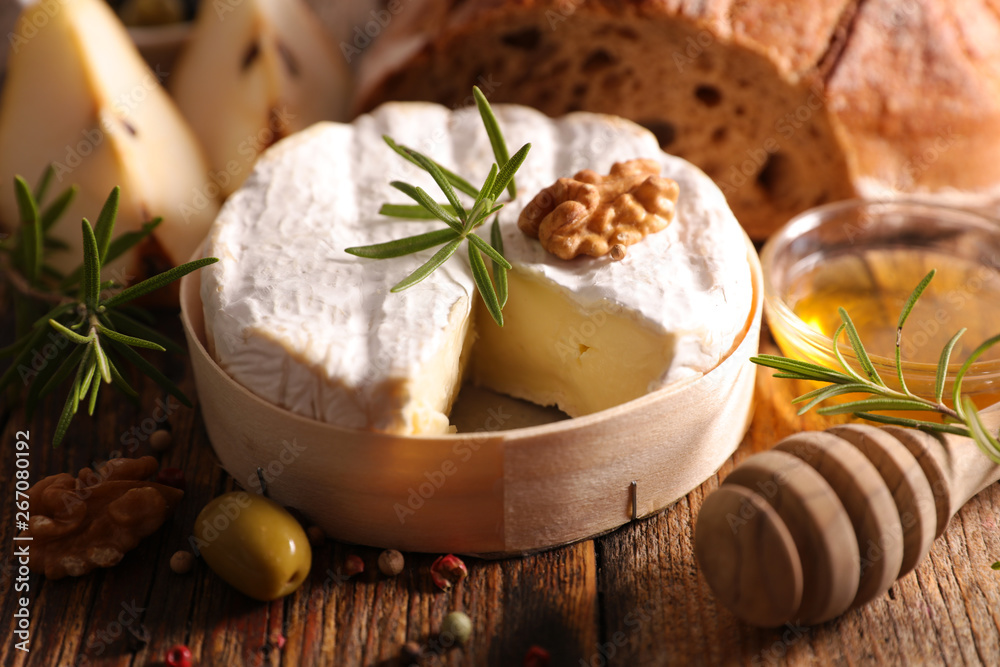 Fototapety, obrazy: camembert with bread, pear and honey