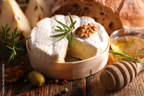 Papiers peints Pays d Asie camembert with bread, pear and honey