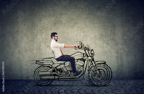 Photo happy hipster business man riding a motocycle