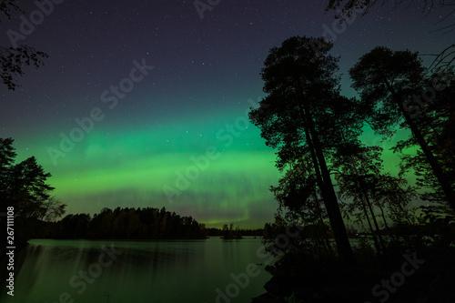 Valokuvatapetti Beautiful northern lights over lake