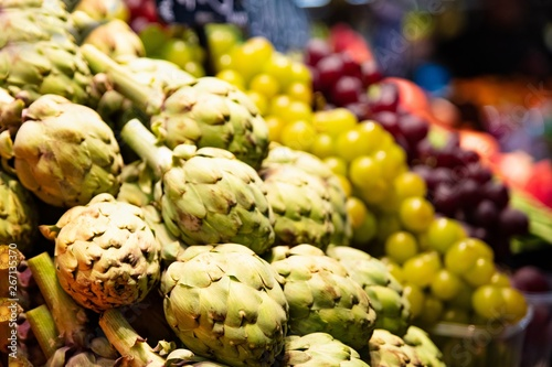 Fototapety, obrazy: Green artichokes on vegetable and fruits market stall