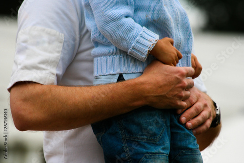 Obraz Intimate gesture of trust between a father and his son - fototapety do salonu