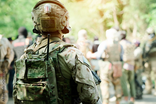 Photo  Back View Fully Equipped Soldiers Wearing Camouflage Uniform Attacking Enemy, Ai