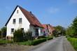canvas print picture - Wohnstraße mit Siedlerhäusern der Nachkriegszeit