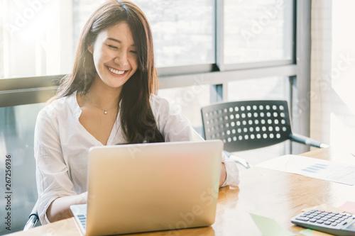 Fotografia  Portrait Of Attractive Asian Businesswoman Working On Laptop for marketing plan