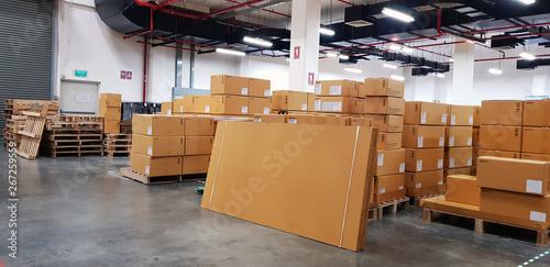 Fotomural  Large warehouse logistic or distribution center