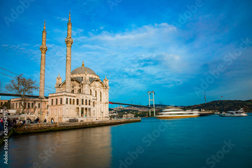 Foto View of the Ortakoy Mosque in Istanbul City of Turkey