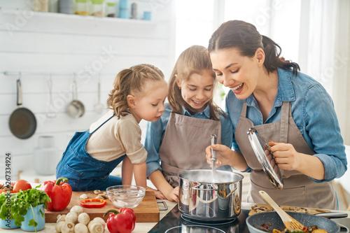 Fototapeta Happy family in the kitchen. obraz