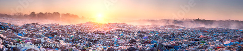 Fotografía  Sunrise Sun above the ocean of garbage