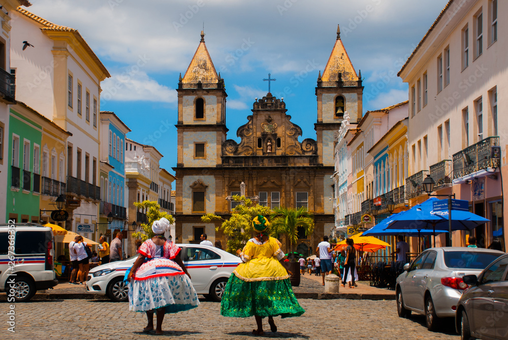 Fototapety, obrazy: Bright view of Pelourinho in Salvador, Brazil, dominated by the large colonial Cruzeiro de Sao Francisco Christian stone cross in the Pra a Anchieta